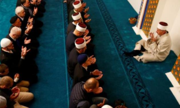 Kelebihan Sajadah Sebagai Alas Untuk Ibadah di Masjid