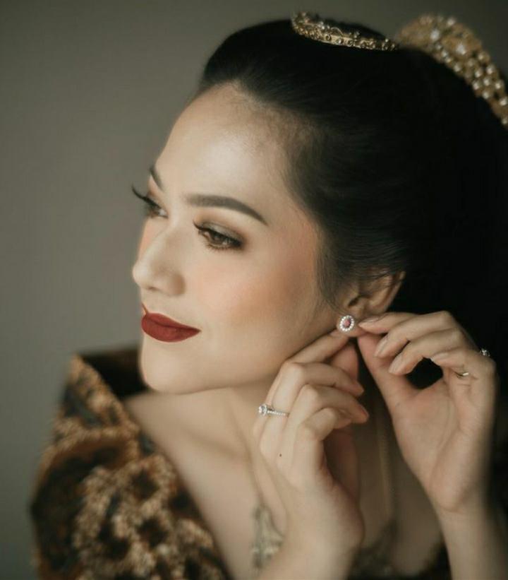 Inspirasi Koleksi Perhiasan Berlian yang Dikenakan Nabila Gardena